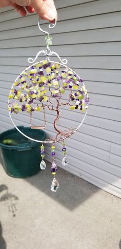 Wirewrapped gemstone tree of life suncatcher Crafts To Make And Sell, Diy And Crafts, Wire Wrapped Jewelry, Wire Jewelry, Mosaic Wall Art, Wire Trees, Hairstylists, Etsy Crafts, Wire Weaving