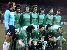 Retro Football, Vintage Football, Football Jerseys, Soccer Teams, Equipement Football, St Etienne, Image Foot, Team Photos, Liverpool
