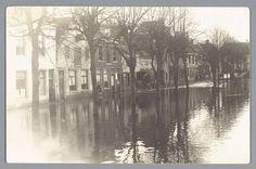 Door hoog water en een overstroming van de (toen nog) Zuiderzee, komt ook Amersfoort blank te staan. Hier een foto van het Kleine Spui (1916)