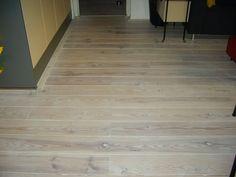 Grenen vloer in de licht antieke olie plywood floors