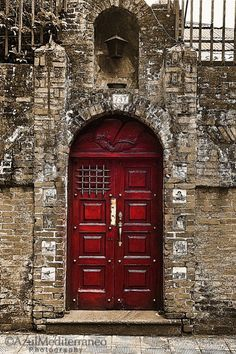 Red doors will always be my favorite next to blue, purple, pink, grape, and rose colors