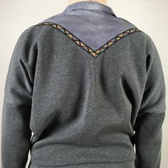 Ich bin ein Upcyclingprodukt. Sweat. Falscher Kragen. Azteken. Boho. TETZLOVEDESIGN Upcycling Fashion, Upcycle, Men Sweater, Sweaters, Fashion Design, Fashion Styles, Grey, Upcycling, Repurpose