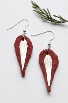 ◊  Boucles doreille de Cuirs Triangles bicolores Choisissez vos couleurs : Violet-Gris /ou Violet-Orange /ou Violet-Rouge ou Doré-Rouge  Cuirs
