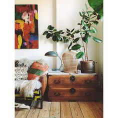 More magic Danish interior inspiration at the hygge home of @theideacollector who is helping to organize my workshop here in Copenhagen. Her style touch is