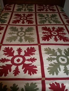 "Early American ""Applique"" Summer Quilt w/Oak Leaf & Acorn Decoration - Dated 1899 Old Quilts, Antique Quilts, Vintage Quilts, Baby Quilts, Quilting Projects, Quilting Designs, Quilting Ideas, Quilt Patterns, Acorn Decorations"