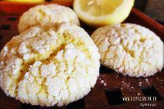 Citromos pöffeteg (crinkles) - Hozzávalók 15 dkg liszt 1⁄2 cs sütőpor 10 dkg fehér csoki 3 dkg vaj 1 egész tojás 1⁄2 bio citrom héja és leve 1 cs bourbon vaníliás cukor