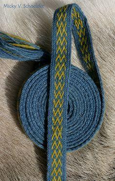 Snartemo 2 en technique à deux trous (missed-hole) teinture indigo et gaude