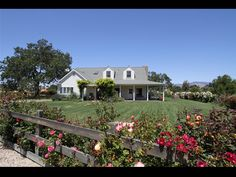 BarZ Ranch - Sleeps 10 people. Farmhouse style home on the Foxen Canyon Wine Trail.
