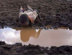 World Water Day Photos to make you think twice about wasting this precious resource We Are The World, Our World, Water Scarcity, Emotional Photography, Social Photography, World Water Day, Poor Children, All Nature, Faith In Humanity