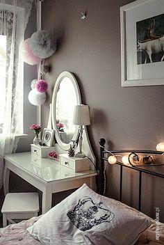 My Pink Plum!: Zaaranżuj toaletkę – różowe kwiaty i szkło