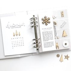 Two years ago, I created this format for my first album spread, and it's still my favorite: a December calendar on the left, a 12-pocket embellishment page on the right, with my intention/reason why on a 3x8 insert. This year, I went with white and natural wood tones. Underneath the multi-pocket page is a 6x8 page from the Paislee Press mini kit (digital) that is not in a page protector. Swipe for a second view. . . . #decemberdaily #aedecemberdaily #paisleepress #craftthestory