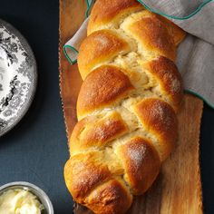 Learn how to braid bread like challah like a pro. The best part? You don't even need to use a from-scratch bread dough recipe! This technique works with store-bought dough as well as any yeasted bread or roll dough recipe. Gourmet Recipes, Pasta Recipes, Bread Recipes, Cooking Recipes, Yummy Recipes, Bagels, Tortillas, Cheesecakes, Biscuits