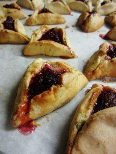 Cranberry-Sage Hamentaschen @ http://www.thekosherologist.com/recipes/cranberry-sage-hamentaschen