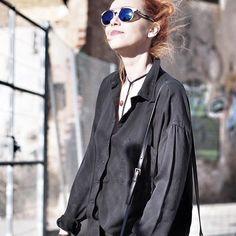 """¿¿Que tal el fin de semana?? Yo no he parado, vamos que se está subiendo nuevo video al canal... ¡hoy con el peque de la casa! Os dejo un adelanto de uno de los post de la semana y el link del canal en BIO ! ¡Foto de esta mañana, no es """"pa tanto"""" el frío! 📷 @my_barba  #streetstyle #look #fahionblogger #barcelona #catlover #traveler #luxe #fashionbloggerbcn #youtuber"""