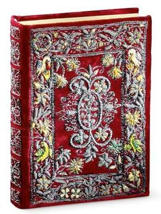 Flemish Book of Hours of Marie de Medici - fine art facsimile edition - embroidered cover, binding Medieval Books, Medieval Manuscript, Book Cover Art, Book Art, Antique Books, Old Books, Book Presentation, Buch Design, Book Corners