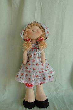 Produzida artesanalmente a boneca  Manuela foi inspirada nas linda bonecas feitas pela artesã Millyta Vergara.   é encantadora e ótima opção pra presentear pessoas especiais. Confeccionada em tecido 100 % algodão, esta é uma boneca que fica em pé sozinha.