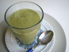 Crema fría de calabacín y yogur http://blogs.elpais.com/el-comidista/2012/07/receta-crema-fria-de-calabacin-y-yogur.html