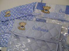 Envelopes organizadores confeccionados em tricoline 100% algodão e plástico. Ótimos para organizar as roupinhas do bebê Personalizado com o nome do bebe.  Medidas: 30cmx30cm  1 unidade R$ 30,00