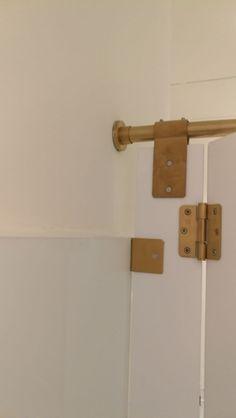 bisagras y elementos tecnicos sanitarios para modulares en PVD oro satinado. Door Handles, Home Decor, Gold, Door Knobs, Decoration Home, Room Decor, Home Interior Design, Home Decoration, Interior Design