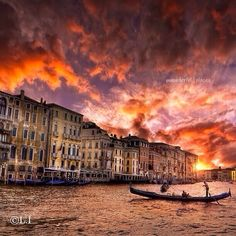 I've learned that it's not WHAT I have in my life but WHO I have in my life that counts ✨✨ Sunset in Venice, Italy, picture by ✨✨@l_i44_2✨✨ #Padgram