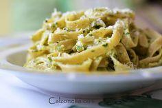 Makaron z domowym pesto pietruszkowym | Calzonella