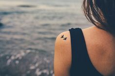 What Kind of Tattoo Should You Get? - Minimalist Tattoo You don't need to make a scene to be heard, and neither does your tattoo. On the contrary, just because something is small doesn't mean it's not meaningful. You're all about the minimalist tattoo trend, and why not? It looks good on you!