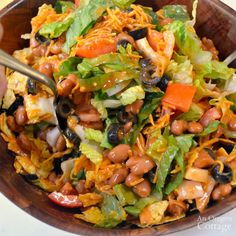 Make this Tex-Mex salad with your choice of homemade or canned ranch style beans for a quick, flavorful, and healthy lunch or side dish. Mexican Salads, Mexican Food Recipes, Dinner Recipes, Healthy Recipes, Healthy Meals, Dinner Ideas, Bean Salad Recipes, Tex Mex, Salads
