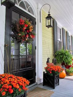 Seven Fall Porch Decorating Ideas. Antique Homes and Lifestyle I like the porch lights Decoration Entree, Yellow Houses, Black Doors, Black Shutters, Front Door Decor, Front Doors, Porch Decorating, Decorating Ideas, Decor Ideas
