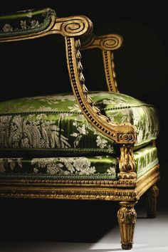 Antique French Furniture, Classic Furniture, Vintage Furniture, French Antiques, Vintage Antiques, Milan Furniture, Luxury Landscaping, Luxury Chairs, Beautiful Interiors
