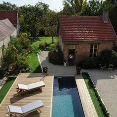 En quelques secondes le Rolling-Deck vient recouvrir la piscine en toute simplicité. Small Backyard Pools, Swimming Pools Backyard, Outdoor Landscaping, Outdoor Decor, Reds Bbq, Tavistock, Small Fireplace, Summer Barbecue, Stone Houses