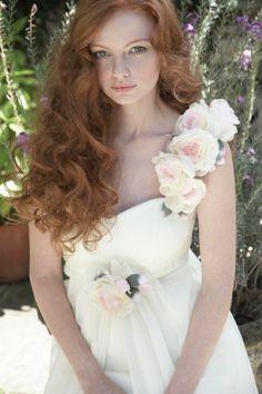 Flowers Silk dress for bride in August wedding, Summer Love Wedding Dresses, bride hairstyle in August wedding www.loveitsomuch.com