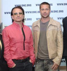 Pin for Later: Diese Stars sind Pateneltern von prominenten Kids!  Brad Pitt und Angelina Jolie baten Bono, den Frontmann der Band U2, Patenonkel für die Zwillinge Vivienne und Knox zu werden.