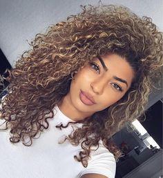 "1,069 curtidas, 13 comentários - CURLS GOALS  (@curlsgoals) no Instagram: "" Credit : @xmaaryam #️⃣ Tag #CurlsGoals to be featured #Curly #Hair #CurlyHair #Curls #Goals…"""