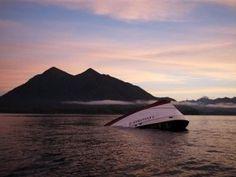 Canadá.- Los pasajeros estaban amontonados del lado izquierdo de la cubierta de un barco intentando ver ballenas cuando fue golpeado por un ola que llegó del lado derecho, lo que provocó que el navío se volcara y enviara al agua a 27 personas frente a la isla de Vancouver, informó un investigador. Cinco británicos fallecieron…