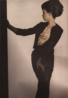 Sondra Peterson in Balmain Dinner Suit 1962 Vogue Pierre Balmain, Vintage Outfits, Vintage Fashion, Vintage Clothing, Top Fashion Magazines, Irving Penn, Retro Images, French Fashion Designers, Fashion Plates