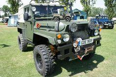 Lightweight en images et videos Zen, Jeep Suv, Land Rovers, Land Rover Defender, Toys For Boys, Offroad, Monster Trucks, Bike, Videos