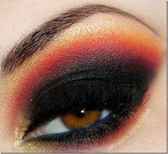 Hunger Games eye make up Pretty Eyes, Beautiful Eyes, Hunger Games Makeup, Hunger Games Districts, Fire Makeup, Fire Eyes, Beauty Makeup, Hair Beauty, Makeup Eyes