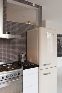 I have ALWAYS wanted a refrigerator like this! http://diariodiunrestauro.altervista.org/