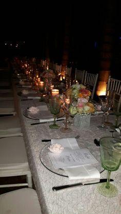 Mesa a la luz de las velas