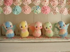 Adorable pom Pom birds. Have to try these! I used to make Pom Pom animals when I was a child!