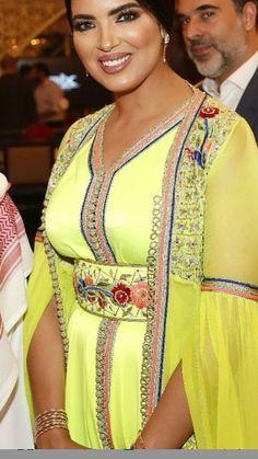 Morrocan Kaftan, Oriental Fashion, Hot Girls, Sari, Glamour, Style Inspiration, Clothes For Women, Chic, Womens Fashion