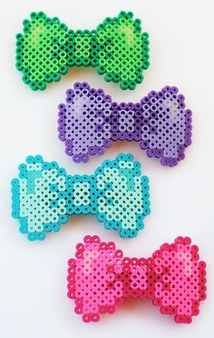 Hey, ho trovato questa fantastica inserzione di Etsy su https://www.etsy.com/it/listing/129377410/perler-bead-bow-tie-hair-barrettes