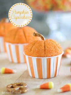 These pumpkin cupcakes are so good. Not just the cute way to decorate the cupcakes, but the cupcakes themselves. They actually taste like pumpkin too! Thanksgiving Recipes, Fall Recipes, Holiday Recipes, Thanksgiving Projects, Thanksgiving Celebration, Yummy Recipes, Pumpkin Crafts, Pumpkin Recipes, Fall Treats