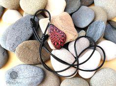 Colgante pintado en piedra rojo piedra pintada a mano roca