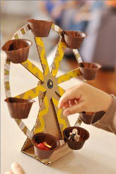 Una manualidad divertida y muy útil: noria hecha con cartón para los pequeños muñecos de nuestros hijos