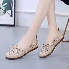 Casual Butterfly Knot Hollow Out flats shoes – Benovafashion Suede Shoes, Flat Shoes, Oxford Shoes, Loafer Flats, Loafers, Flats Boat, Pointed Toe Flats, Womens Flats, Ballet Flats