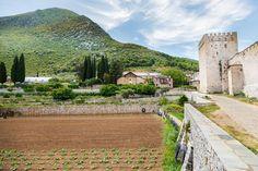 3 απίστευτες αγιορείτικες συνταγές που θα φτιάξετε πριν το Πάσχα - www.olivemagazine.gr Mansions, House Styles, Decor, Decoration, Manor Houses, Villas, Mansion, Decorating, Palaces