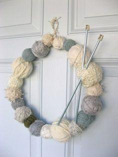 couronne de porte tricotée