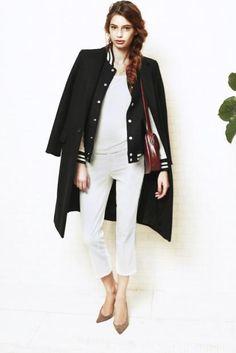 coat ¥157,500 blouson ¥27,300 t-shirt ¥6,090 denim ¥28,350 bag ¥50,400 pumps ¥79,800