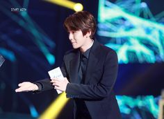 https://flic.kr/s/aHskrDXmqW | 160217 Baekhyun @ Gaon Chart Kpop Awards